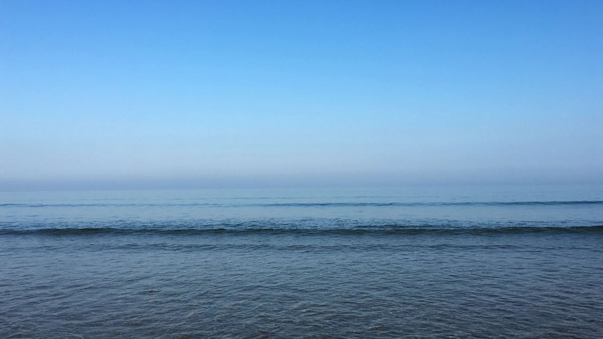 Cool blue sea and sky | robzlog.co.uk @robertz